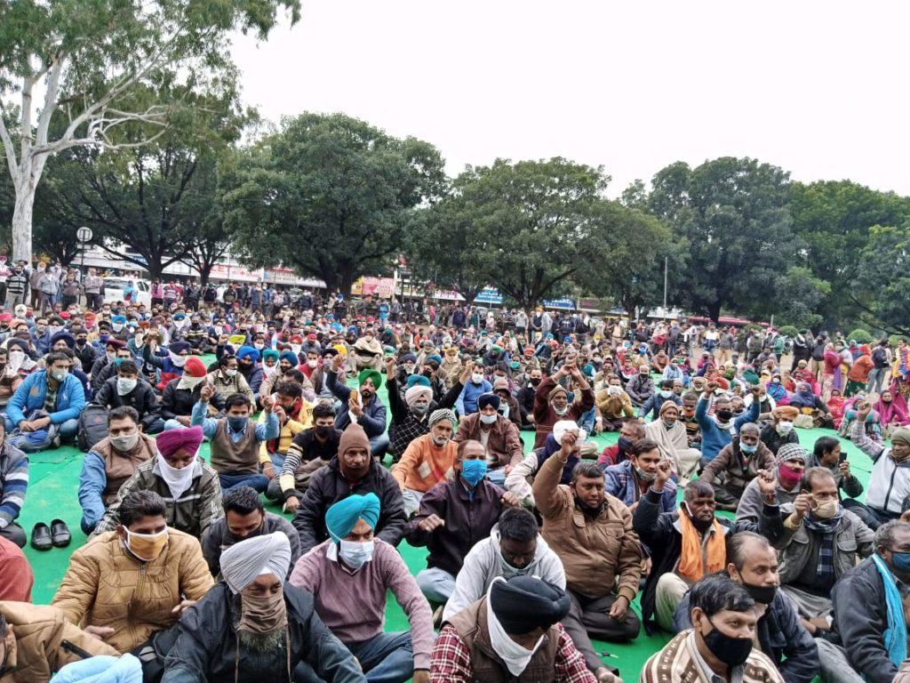 Σε εξέλιξη η Γενική Απεργία στην Ινδία (ΦΩΤΟ)