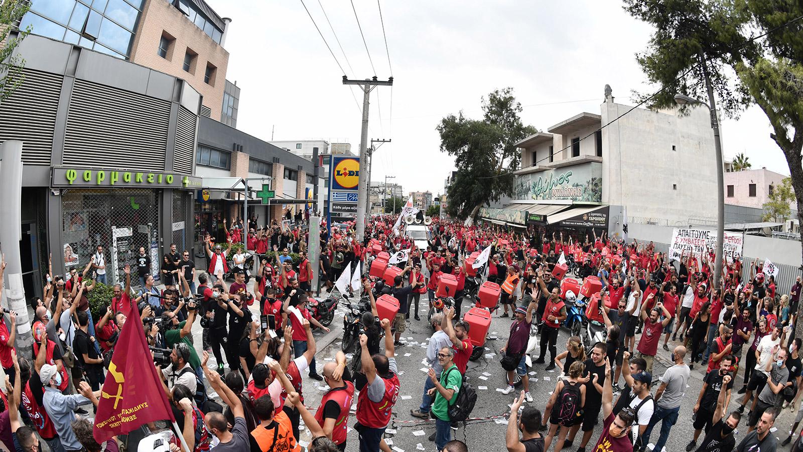 Αλληλεγγύη και στήριξη στον αγώνα των εργαζομένων της Εfood
